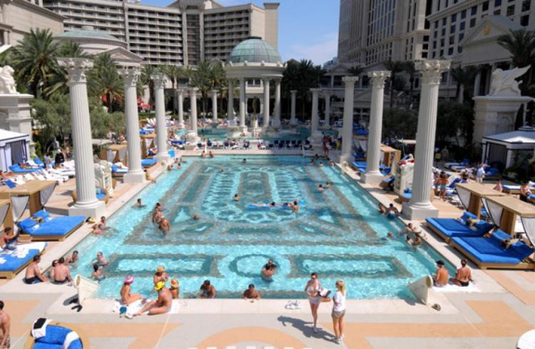 18 photos that prove las vegas is more than gambling for Caesars swimming pool